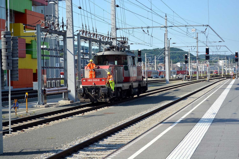18 Eisenbahnfreunde Kraichgau Chiemsee Salzburg Hauptbahnhof Rangierlok 1163 005-0