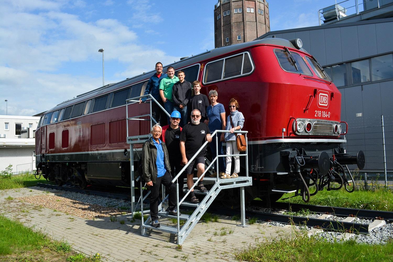 Gruppenbild Eisenbahnfreunde Kraichgau DB Fahrzeuginstandhaltung BR 218