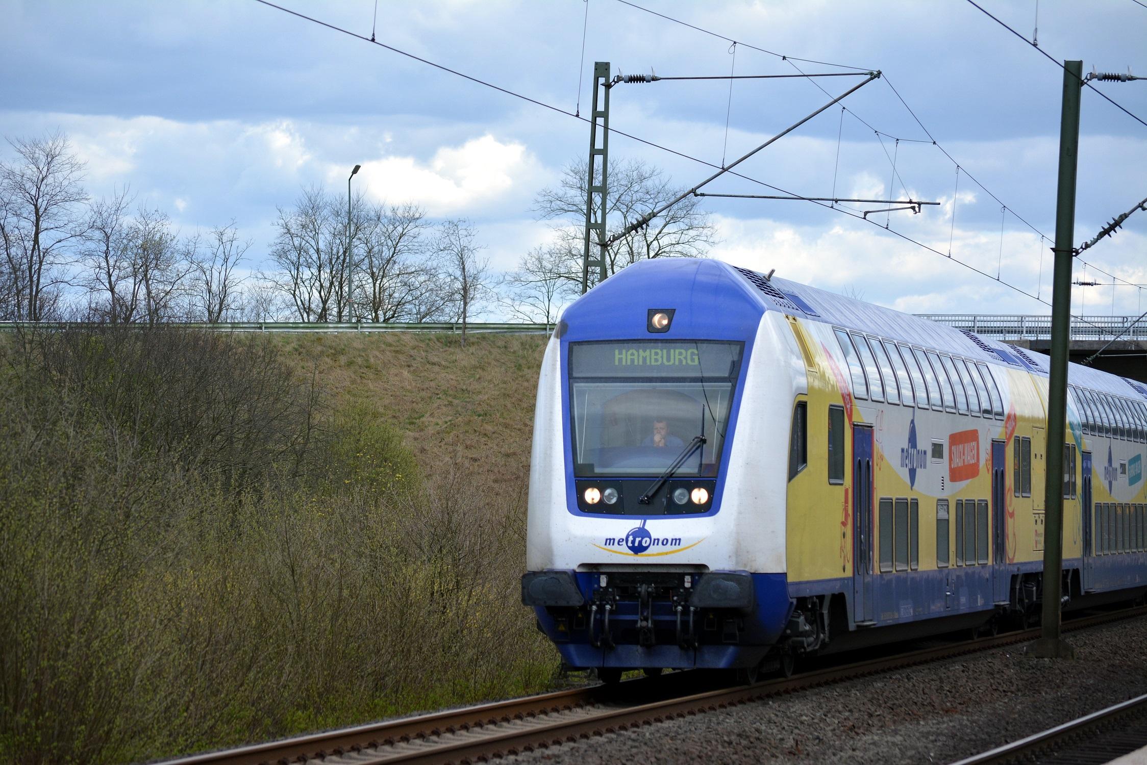 13 Metronom Maschen Steuerwagen Dosto Doppelstock 01.jpg