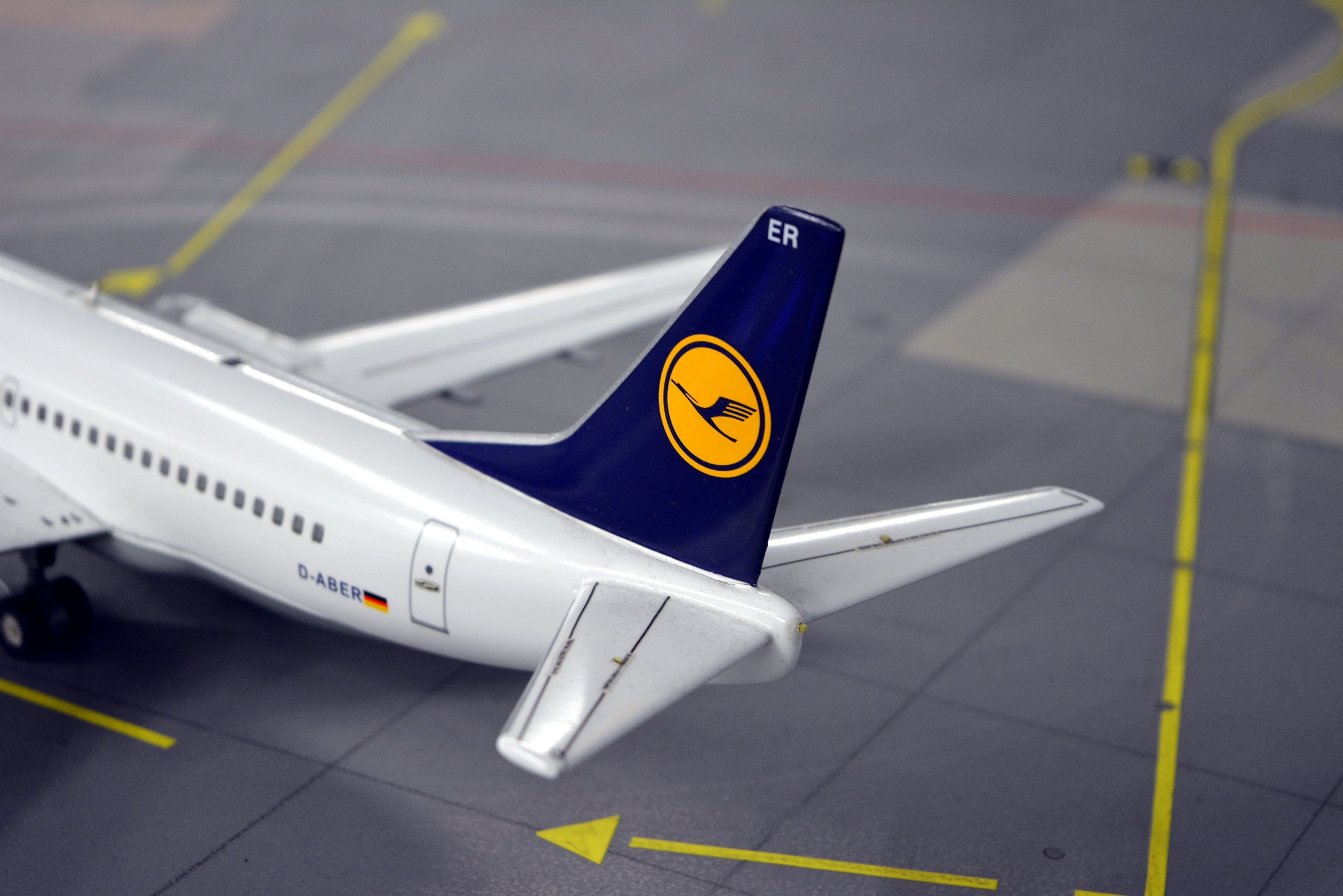 24 Miniatur Wunderland Airbus A319 Lufthansa 01.jpg