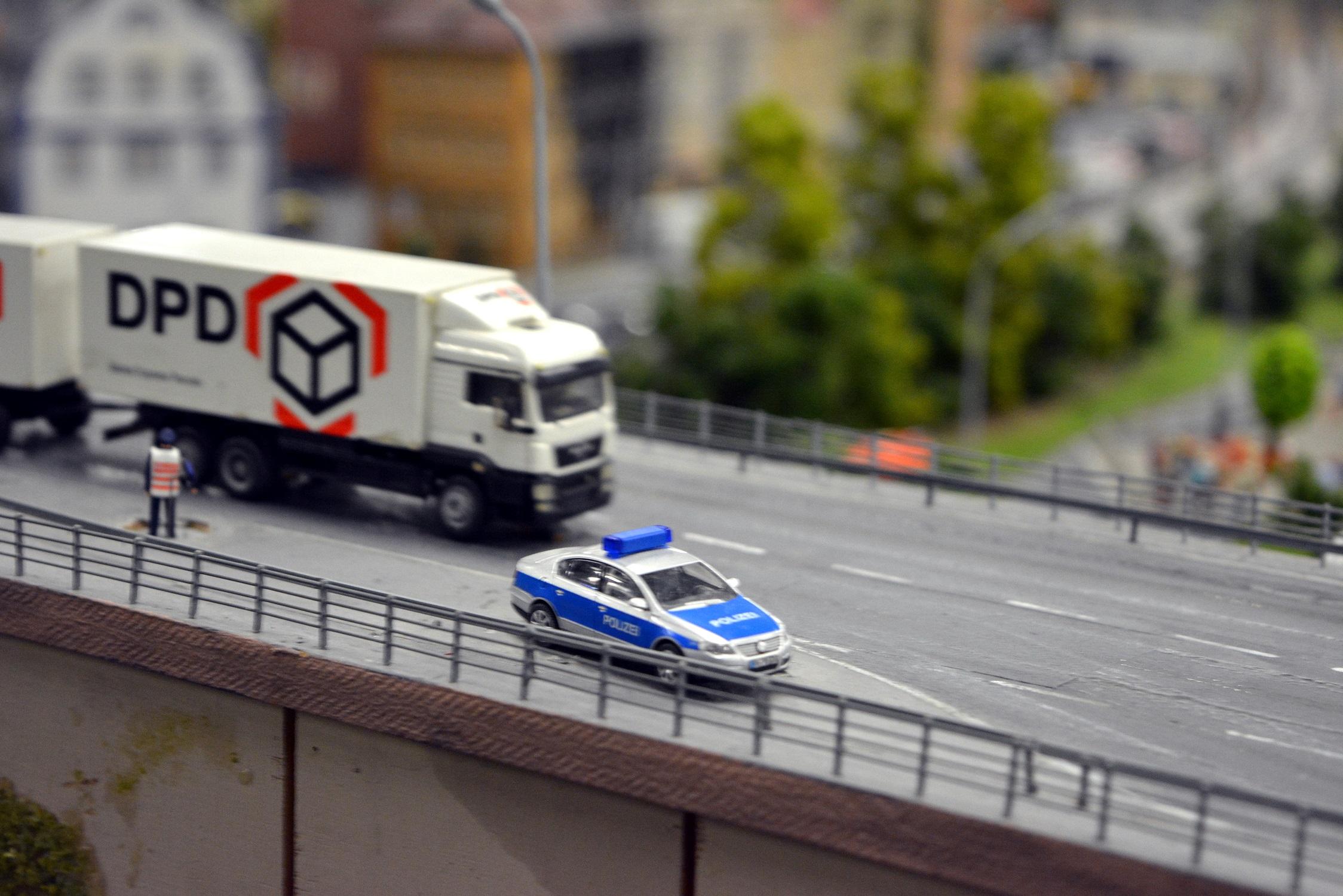 27 Miniatur Wunderland Polizeikontrolle 01.jpg